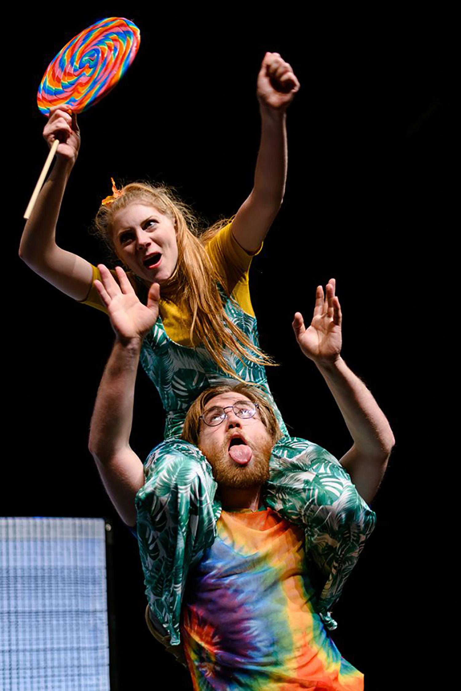 NEE-onder-het-buro-foto-joep-van-aert-jeugdtheater-4_RS
